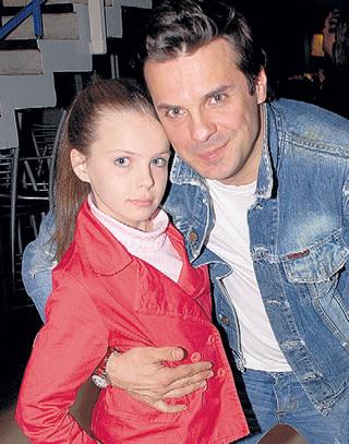 Сергей растит достойную смену - Маша, как и папа, много снимается