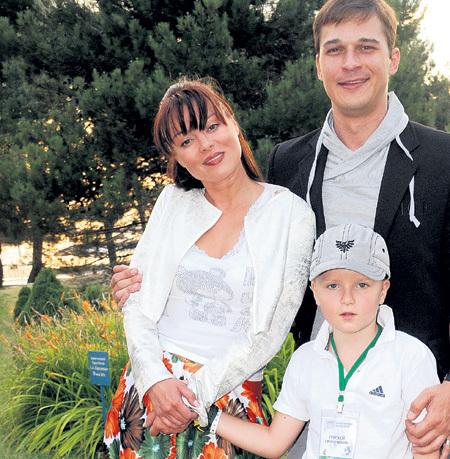 Наташа ГРОМУШКИНА с мужем Ильёй ОБОЛОНКОВЫМ и сыном Гордеем