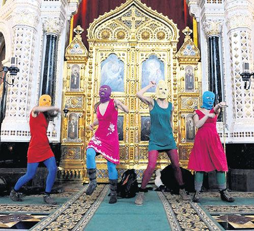 Февраль 2012 г. «Pussy Riot»: В храме у алтаря
