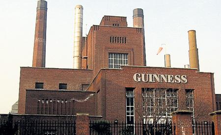 Пивоварня у ворот Святого Джеймса в Дублине (Ирландия), где делают знаменитое пиво марки «Гиннесс». Здесь же находится музей пива. Рядом дом Артура ГИННЕССА, основателя пивоварни