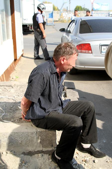 Похититель Александр МАКСИМОВ в момент задержания