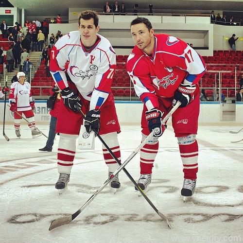 Илья Ковальчук (справа) и Евгений Малкин  получили свой первый актерский опыт. Фото: «РИА Новости»