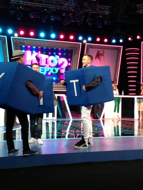 T-Killah во время игры с кубиками