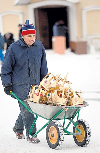 Драгметаллы рано выбрасывать на свалку. Фото Михаила СОЛУНИНА/«Комсомольская правда»