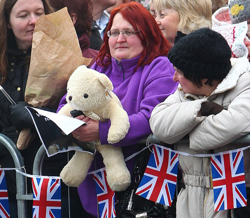 Диана БЕРТОН подарила Кэтрин игрушечного медвежонка