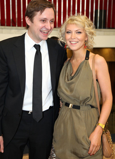 Артём МИХАЛКОВ с женой Дарьей (фото Бориса КУДРЯВОВА)