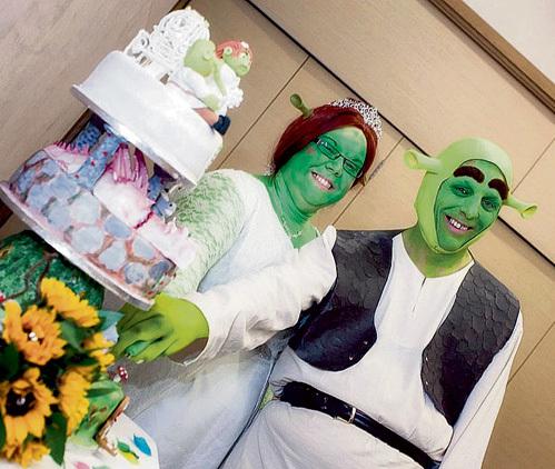 На свадебном торте Феоны-Хайди и Шрека-Пауля восседали сливочные оргики