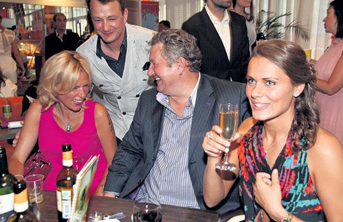 Башаров с новой девушкой Анной Сазоновой, бывшая жена артиста Лиза с новым избранником - оператором Сергеем Шульцем