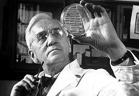 Открытие пенициллина в 1928 году британским бактериологом Александром ФЛЕМИНГОМ избавило человечество от сифилиса, гангрены и туберкулеза. Но сейчас опасность снова очень высока