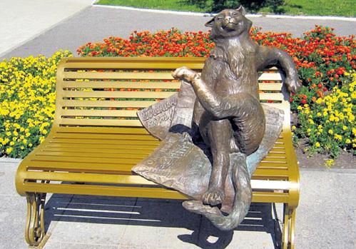 Кот стал неофициальным символом Йошки, как ласково называют её местные жители. Фото: fototerra.ru