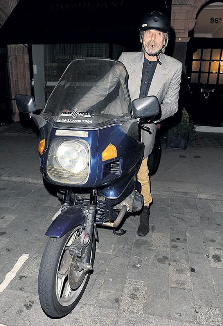 Мотоцикл «BMW R 1200 GS Adventure Triple Black» Джереми АЙРОНС купил в Венгрии во время съёмок сериала «Борджиа»