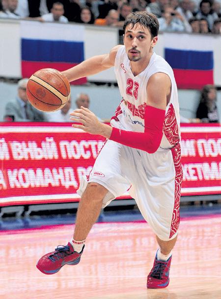 Амплуа Алексея ШВЕДА - защитник, но его всегда тянет в атаку. Фото: «PhotoXPress»