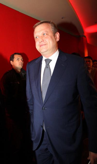 Сергей КАПКОВ держался в стороне от бывшей невесты