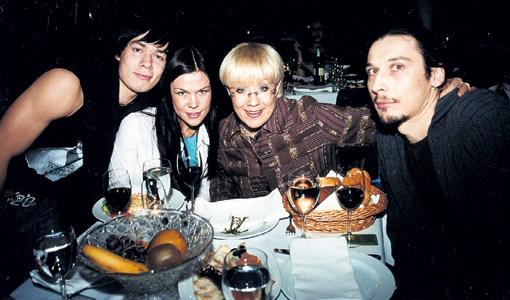 Стас ПЬЕХА стал дядей, Эрика БЫСТРОВА - мамой, а Илона БРОНЕВИЦКАЯ (с нынешним супругом Евгением ТИМОШЕНКОВЫМ) - бабушкой