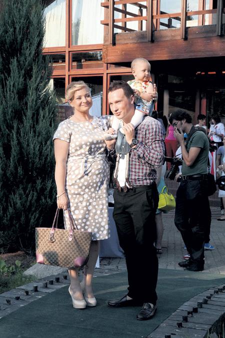 Светлана, Максим и Варя недавно переехали в новую трёхкомнатную квартиру