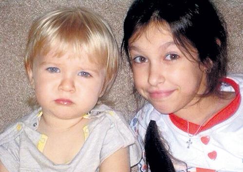 Трёхлетний Данилка и 13-летняя Даша остались без мамы