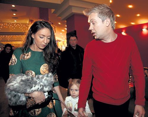 На премьеру Сергей привёл двоюродную сестру Галину и дочку Настю, которой на днях исполнилось пять лет