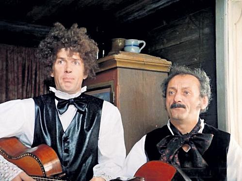 Культовая песня «Уно моменто» в исполнении АБДУЛОВА и ФАРАДЫ прозвучала в фильме «Формула любви» (1984 г.)