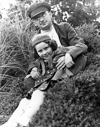 Лаврентий Павлович с дочерью СТАЛИНА Светланой АЛЛИЛУЕВОЙ (1930 г.)