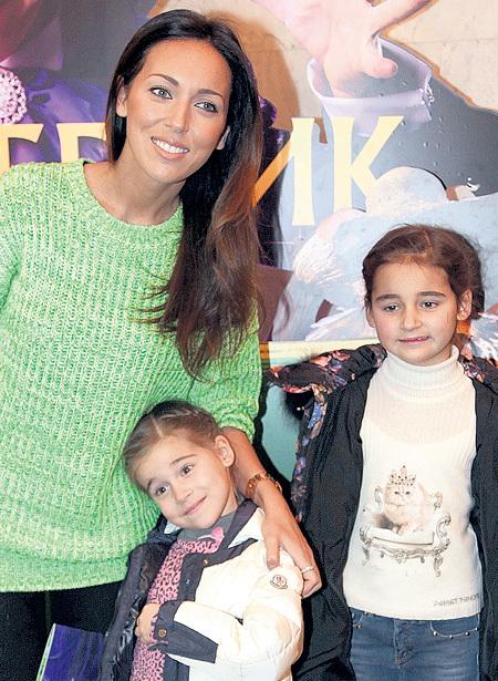 АЛСУ показала своих дочек - Сафину и Микеллу