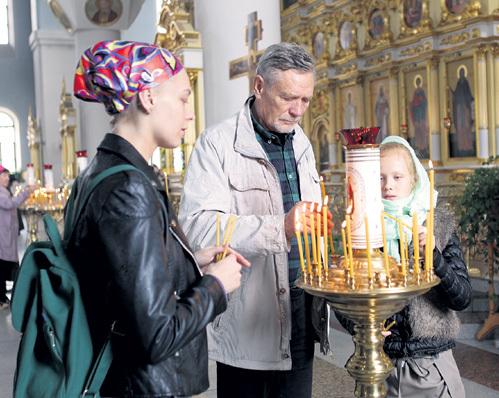 Младшую дочь Акилину (справа), актёр назвал по православным святцам. В жизни девочку называют Алиной