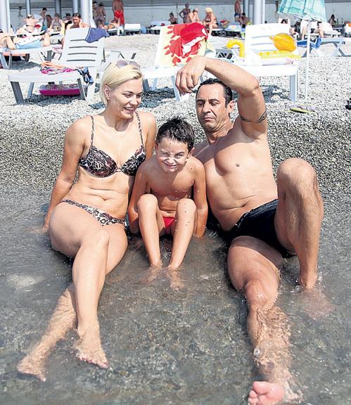 Юля и Богдан надеются, что главе семейства дорогу в шоу-бизнес не закроют