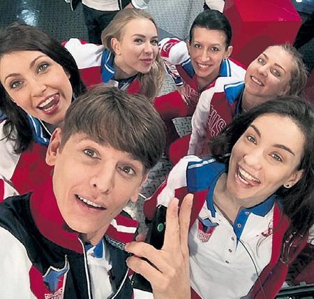 Влад ЛИСОВЕЦ, Настя МАКЕЕВА, Елена БОРЩЕВА и Вика ДАЙНЕКО поначалу не догадывались, с какими трудностями столкнутся. Фото: Instagram.com