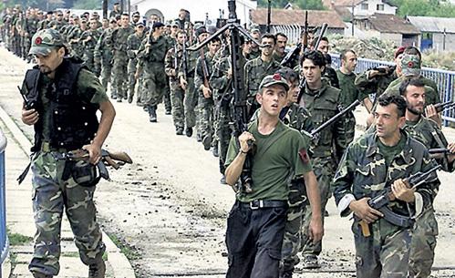 При американской поддержке албанские террористы изгнали сербов из Косово. Именно эти ублюдки расстреляли десятки тысяч мирных жителей, но на Западе этого никто не заметил