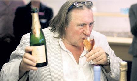 ДЕПАРДЬЕ выпивал за день по 14 бутылок вина и виски