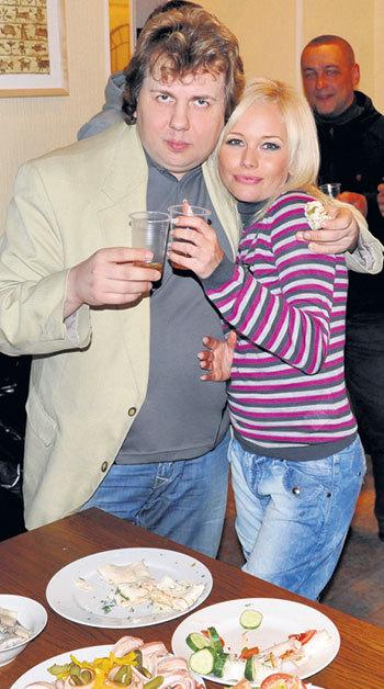 Сергей и Елена на вечеринке, посвященной окончанию съемок фильма «Комплекс полноценности» (Фото: facebook.com)