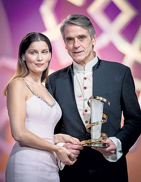 В начале декабря на фестивале в Марракеше 66-летний Джереми АЙРОНС получил приз «За вклад в кинематограф», КАСТЕ пока о такой награде остаётся лишь мечтать