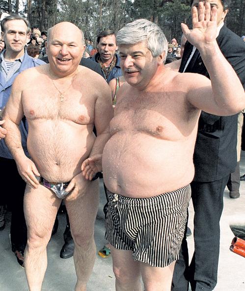 ЛУЖКОВ и ПОПОВ скрывали продукты от москвичей на ведомственных складах. Фото: РИА «Новости»