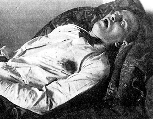 Знаменитого поэта застрелили из пистолета, который ему подарил любовник Лили БРИК
