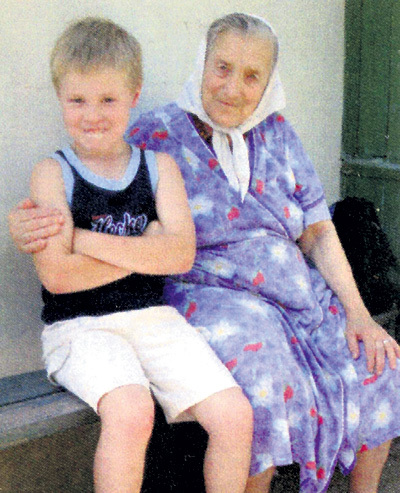 Мария Пантелеймоновна БРЕЕВА ушла из жизни, когда верстался этот номер, 18 апреля 2015 года. На фото баба Маня с правнуком Артёмом