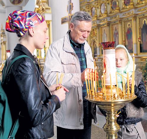 Александр МИХАЙЛОВ уверен, что дочери Настенька (слева) и Акилина проживут долгую, счастливую жизнь