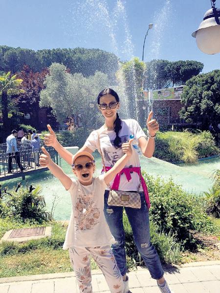 В мадридском парке Буэн-Ретиро Наталья ВОРОНЦЕВИЧ и её дочь Настя испытали минуты восторга