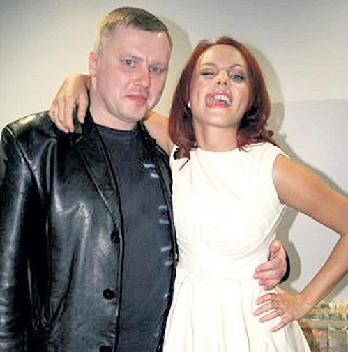Как ни крути, но даже по фото видно, что Марина и Юрий как минимум знакомы