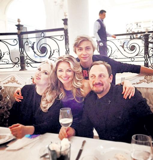 На новоселье певца Инна МАЛИКОВА с сыном Димой искренне радовалась за своих близких друзей. Фото: Instagram.com