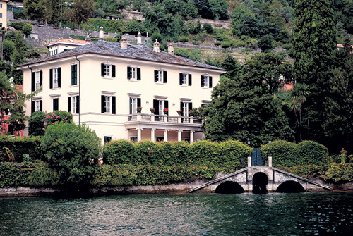 КЛУНИ купил виллу Олеандра в 2002 году за $10 млн. Сейчас её цена возросла в десять раз