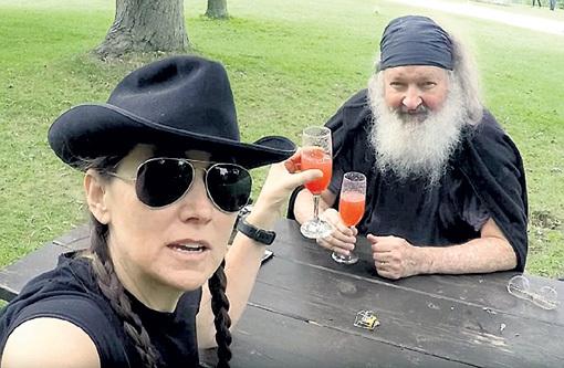 Впервые Рэнди с женой арестовали в Канаде в 2010 году