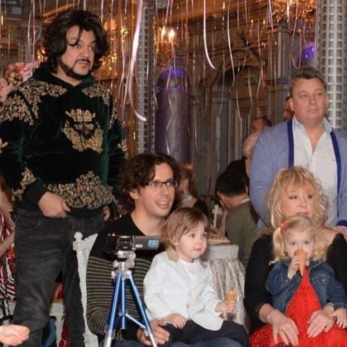 Алла ПУГАЧЁВА и Маским ГАЛКИН с детьми (Фото: instagram.com)
