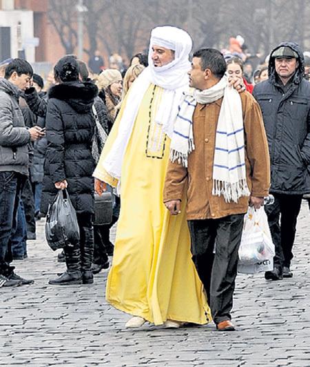 Одежда гостей из ОАЭ вполне подходит для нашего климата. Фото Анатолия ЖДАНОВА/«Комсомольская правда»