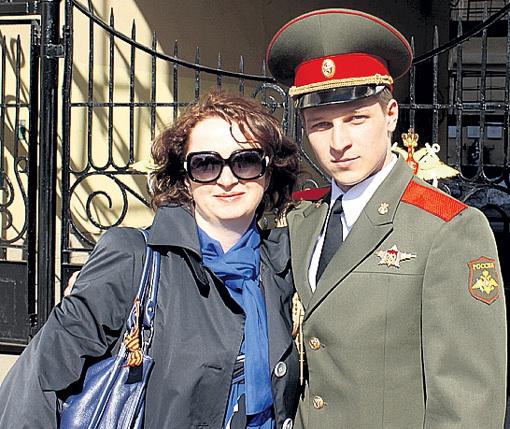 Сына Арсения ЛИТВИНОВ воспитывал по-мужски. На фото парень с мамой Леной