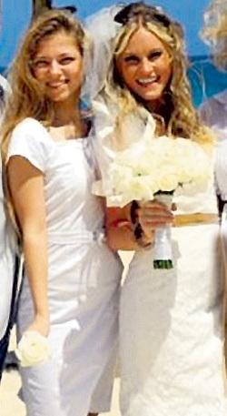 ...Ольга родила двух очаровательных дочек - Олесю и Софью. Фото: Vk.com