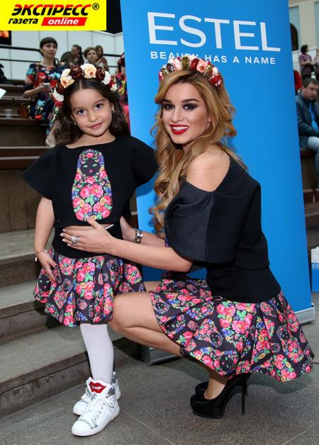 Ксения БОРОДИНА с дочкой Марусей (Фото Бориса КУДРЯВОВА)