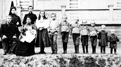 Раньше в семьях рождалось много детей, однако не все выживали. Зато нация в целом была крепче