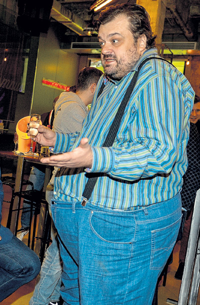 Вася УТКИН чересчур свыкся с ролью выпивохи Цаплина, которую он сыграл в фильме «День выборов»