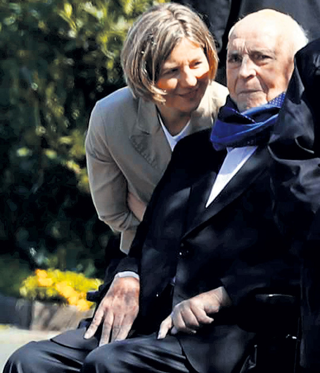 Сейчас все дела политика ведёт его вторая супруга - Майке КОЛЬ-РИХТЕР. Фото: © Reuters