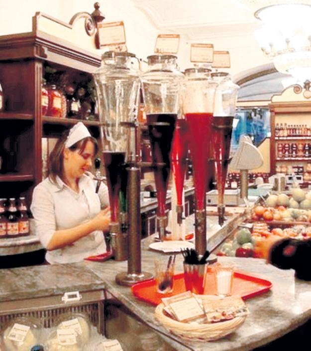 В советских магазинах стояли вот такие стеклянные колбы-конусы. Кто-то ждал в очереди за колбасой, а кто-то - за соком