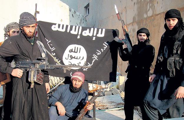 Члены запрещённой в России террористической организации ИГИЛ додумались выкачивать деньги с населения по телефону, угрожая убийством. Кадр: Youtube.com